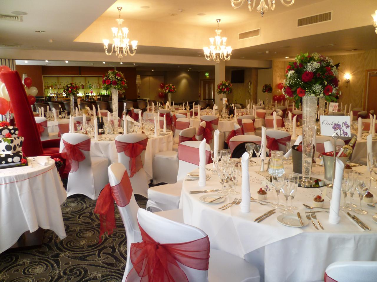 Slough hotel wedding venue gallery the pinewood hotel buckinghamshire red themed wedding junglespirit Images
