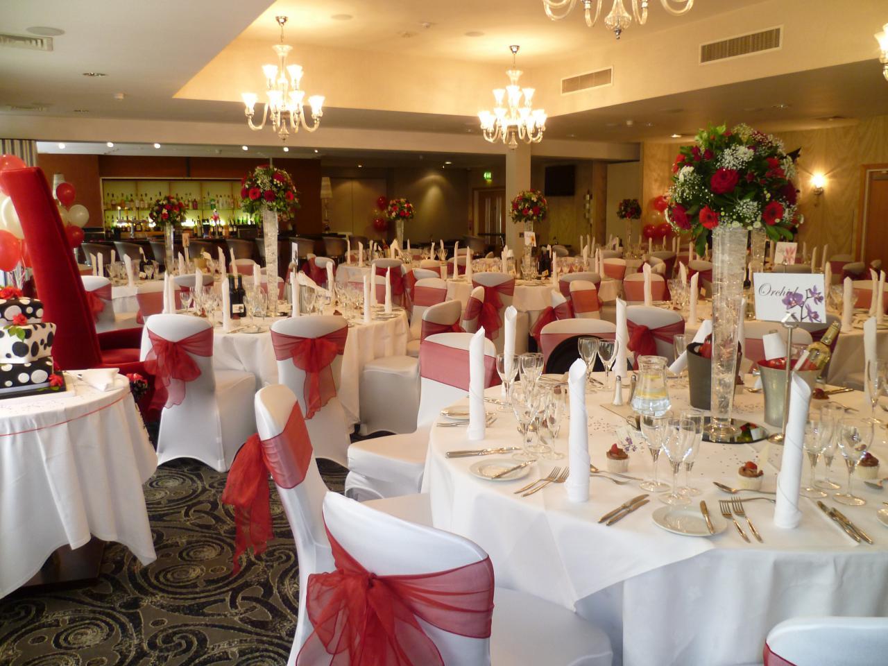 Slough hotel wedding venue gallery the pinewood hotel buckinghamshire red themed wedding junglespirit Gallery